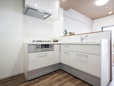 リノベーション施工後 対面のL型キッチン